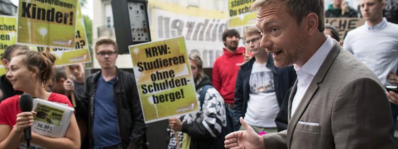 [Song ngữ] Bang Nordrhein-Westfalen quyết định thu học phí đối với sinh viên quốc tế